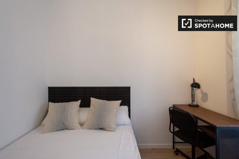 Quarto luminoso para alugar em apartamento de 5 quartos, Guinardó