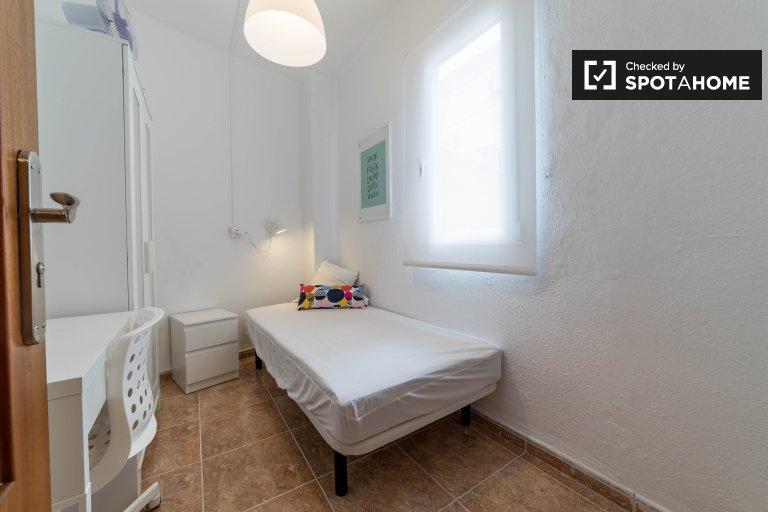 Chambre à louer dans un appartement de 4 chambres à Ciutat Vella