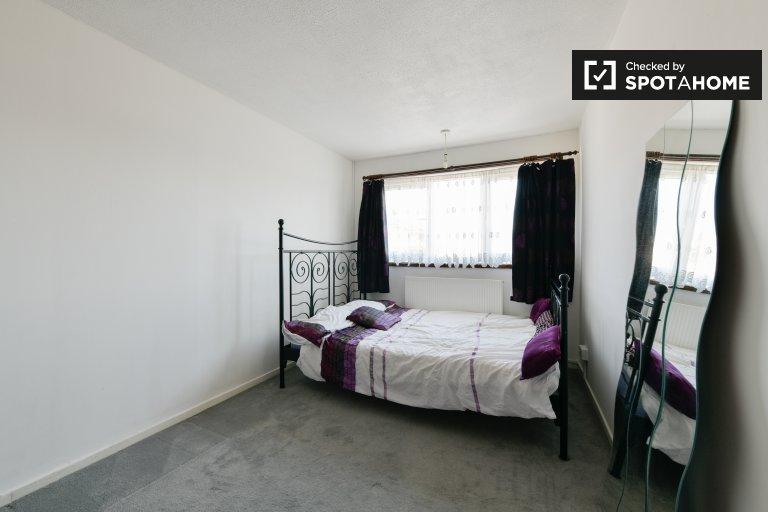 Habitación luminosa para alquilar en una casa de 2 dormitorios en Tottenham, Londres