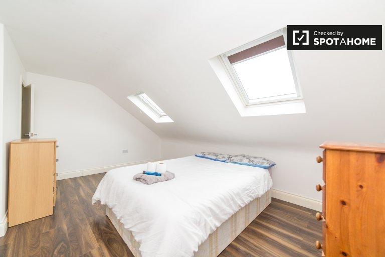 Nowoczesny pokój w 7-pokojowym domu w Tottenham w Londynie