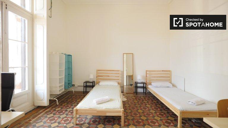 Large room in 7-bedroom apartment in Barri Gòtic, Barcelona