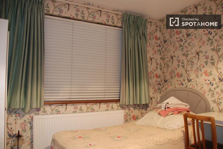 Einladendes Zimmer in einer Wohngemeinschaft in Templeouge, Dublin