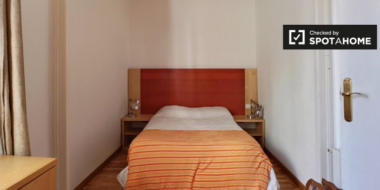 Room to rent in 2-bedroom apartment in Poble-sec, Barcelona