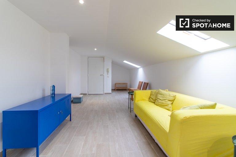 Arrumado apartamento de 2 quartos para alugar em Odivelas, Lisboa