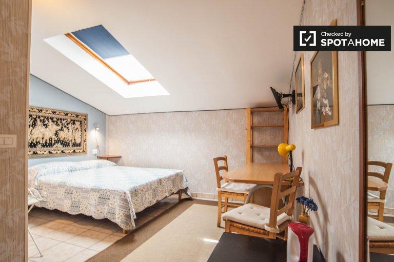 Elegante camera in affitto a Termini, Roma