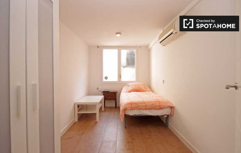 Classy room in 2-bedroom apartment in Les Corts, Barcelona