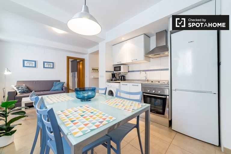 Modern 1-bedroom apartment with terrace for rent in Ciutat Vella