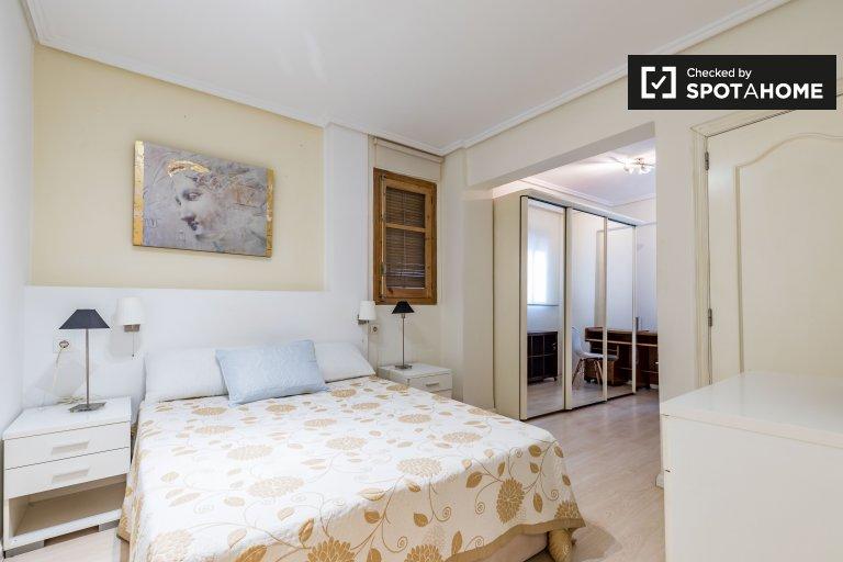 Camera in affitto in elegante appartamento con 2 camere da letto a La Saïdía