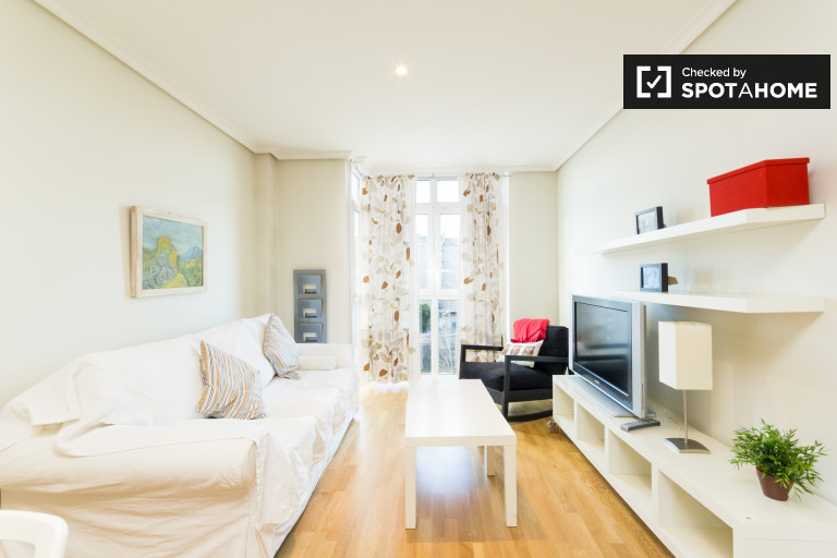 Classy 1-bedroom apartment with AC for rent in Retiro