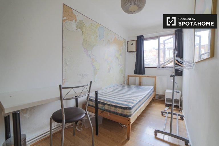 Sala de luz em apartamentos de 3 quartos em Tower Hamlets, Londres