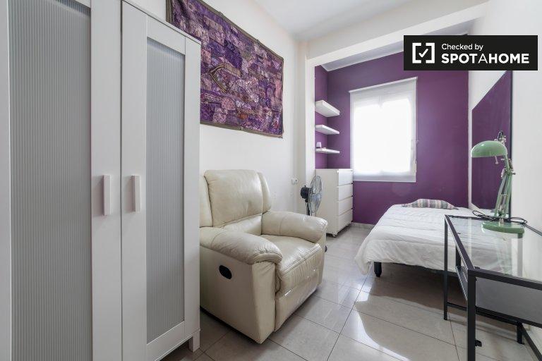 Valencia Extramurs'taki 4 odalı dairey'de rahat oda