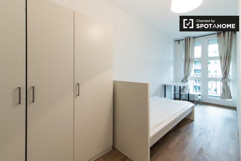 Przytulny pokój w apartamencie z 4 sypialniami w Kreuzberg w Berlinie