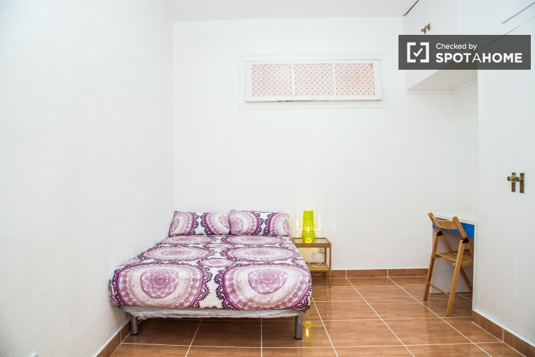 Cozy room in shared apartment in El Raval, Barcelona