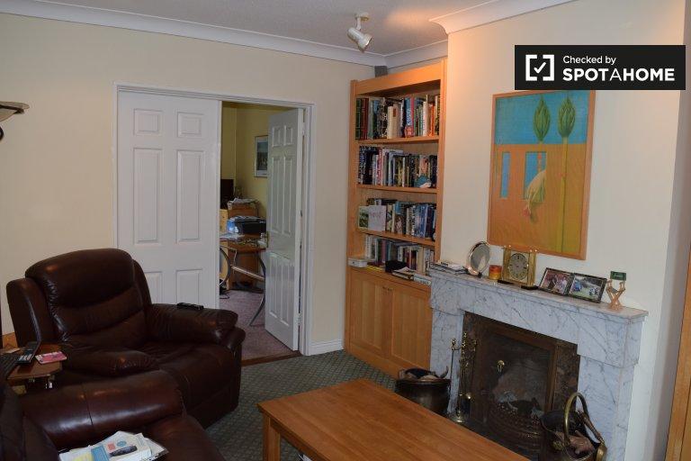 Chambre ensoleillée à louer à Stillorgan, Dublin
