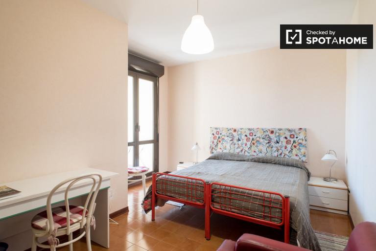 Grande chambre à louer dans un appartement à EUR, Rome 36