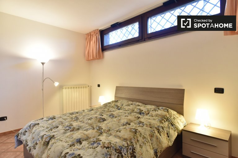 Przytulny pokój do wynajęcia w Infernetto w Rzymie