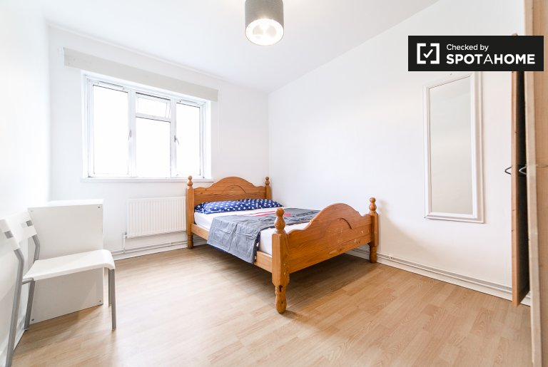 Bright room in 5-bedroom flatshare - Tower Hamlets, London