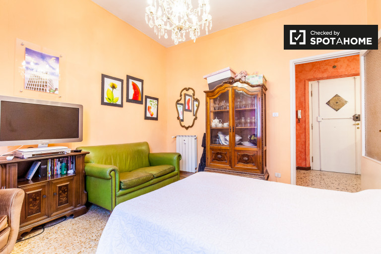 Double room in 2-bedroom apartment in Balduina, Rome