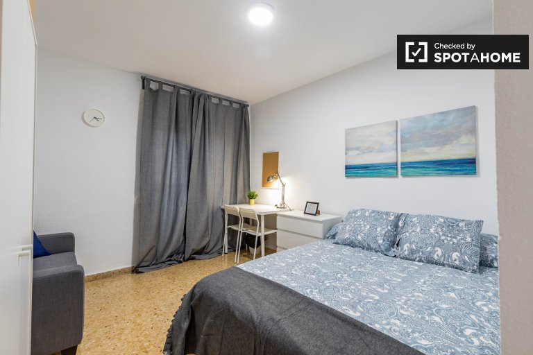Lovely room for rent in Camins al Grau, Valencia