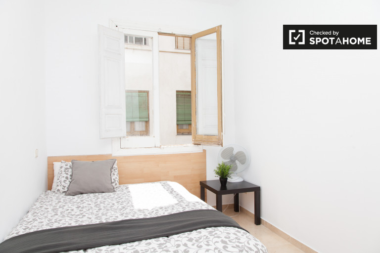 Rooms for rent in shared apartment in Puerta del Sol, Madrid