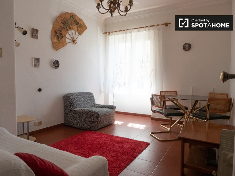 Sunny 2-bedroom apartment for rent in Benfica, Lisbon
