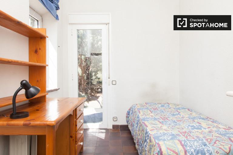 Einladendes Zimmer in der Wohnung in Villaviciosa de Odón, Madrid