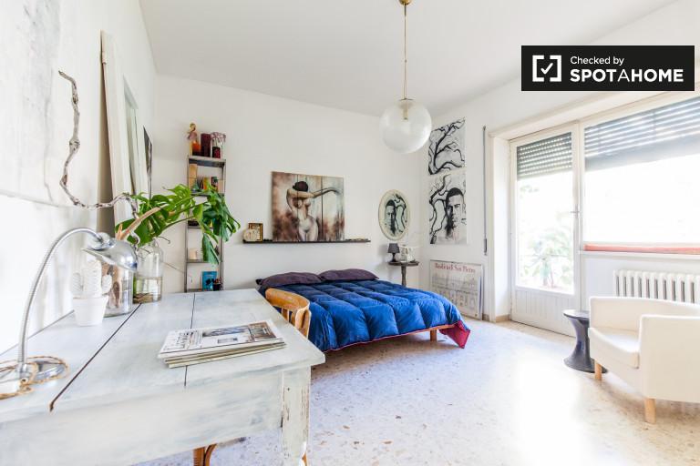 Quarto duplo em apartamento de 2 quartos em Torrevecchia, Roma