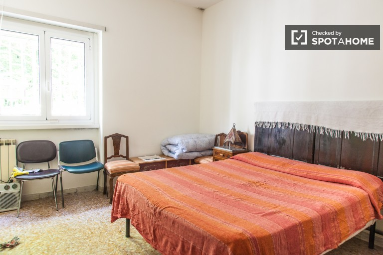 Sunny room in 2-bedroom apartment in Prati, Rome