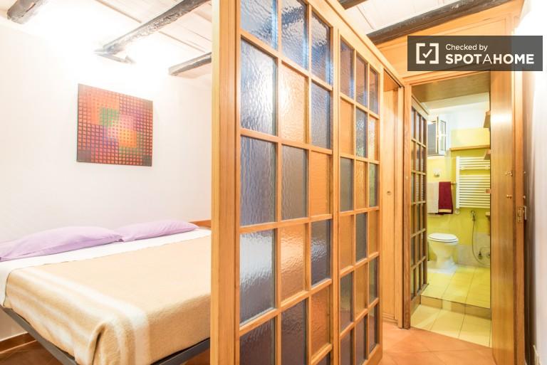 Spacious studio apartment for rent in Trastevere, Rome