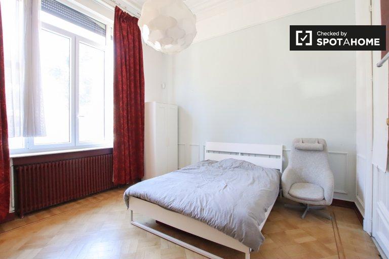 Relaxante quarto em casa de 9 quartos em Forest, Bruxelas