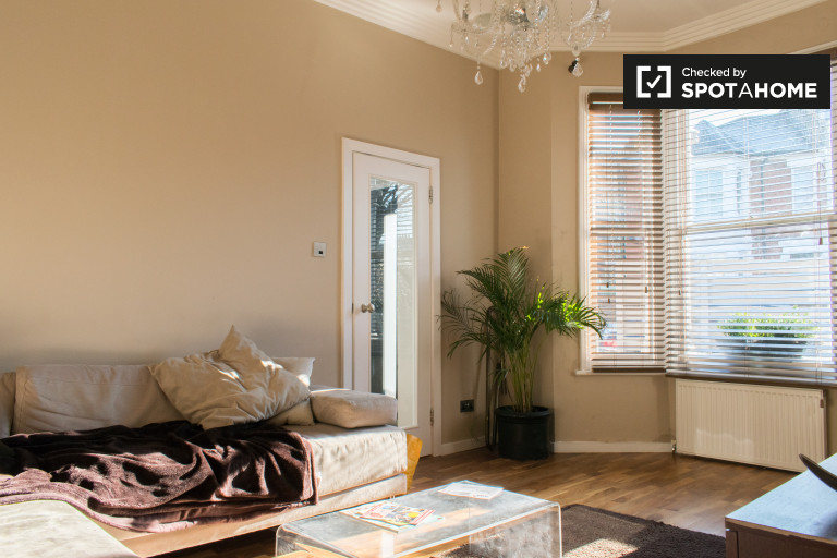 Gorgeous, 3-bedroom house to rent in Shepherds Bush