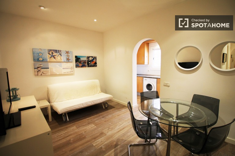 Stylish 2-bedroom apartment near the beach in Poblenou neighbourhood