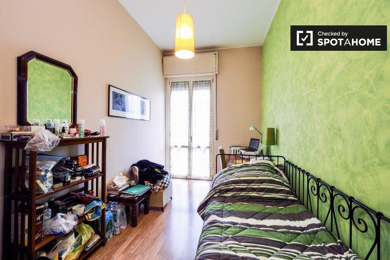Bedroom 3 - single bed and balcony