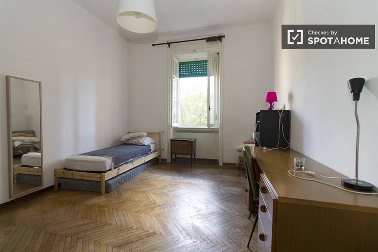 Camera da letto 2 con letto singolo e scrivania