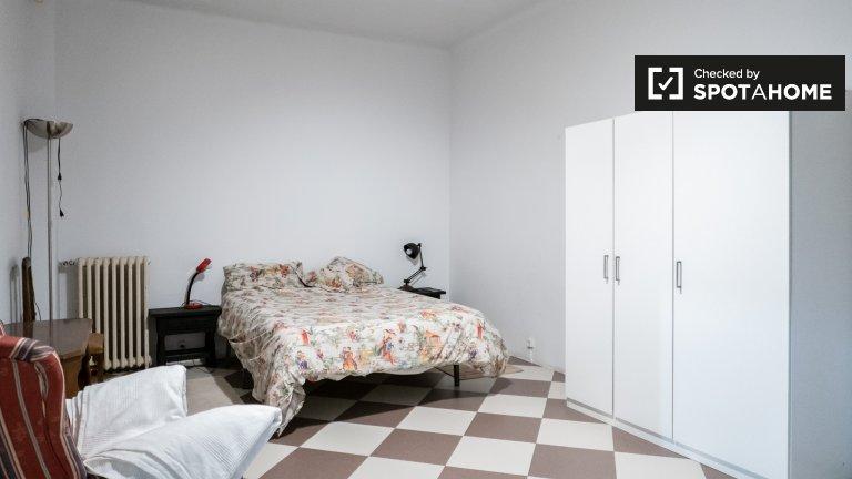 Ogromny pokój w 3-pokojowym mieszkaniu w Madrycie Centro