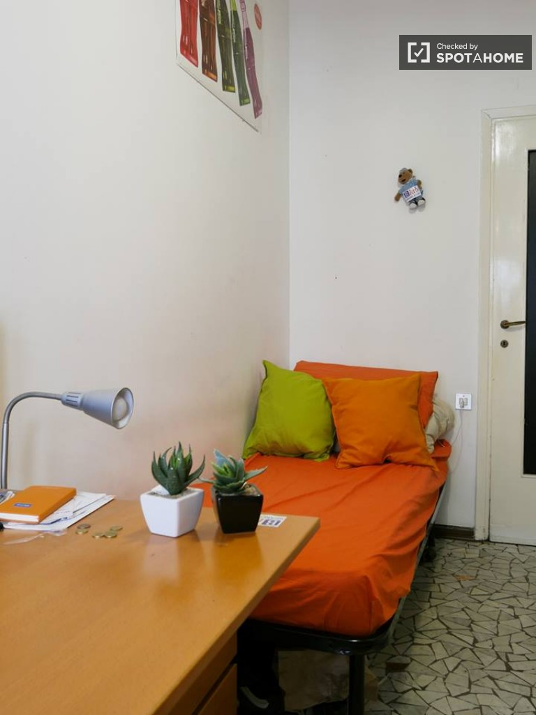Furnished room in apartment in Navigli, Milan