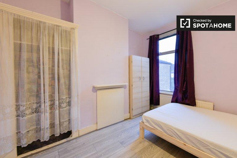 Gemütliches Zimmer zur Miete in einem 5-Zimmer-Haus in Leyton, London