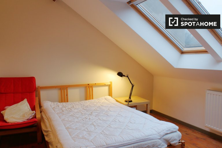 Furnished room in 3-bedroom apartment in Ixelles, Brussels