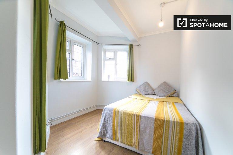 Quarto confortável para alugar em apartamento de 5 quartos em Tower Hamlets