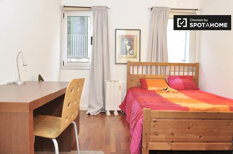 Big room in 5-bedroom apartment in El Raval, Barcelona