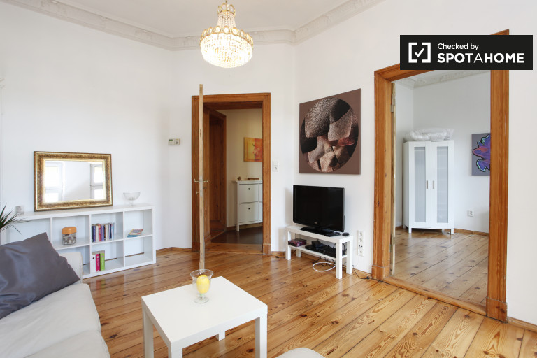 Stylish 1-bedroom apartment with balcony for rent in Steglitz-Zehlendorf.