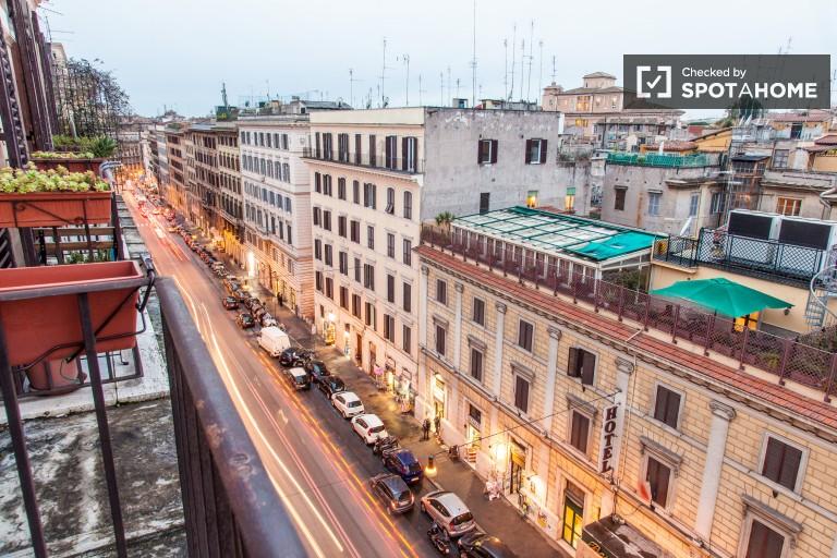 Stanza arredata in appartamento, Roma Centro, Roma