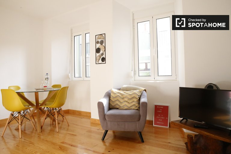 Ristrutturato appartamento con 2 camere da letto in affitto a Penha de França
