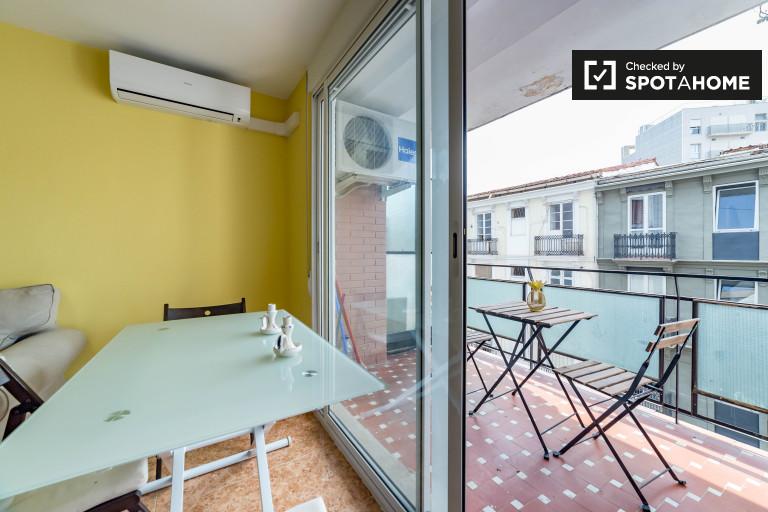 2-bedroom apartment with balconies for rent in Ruzafa