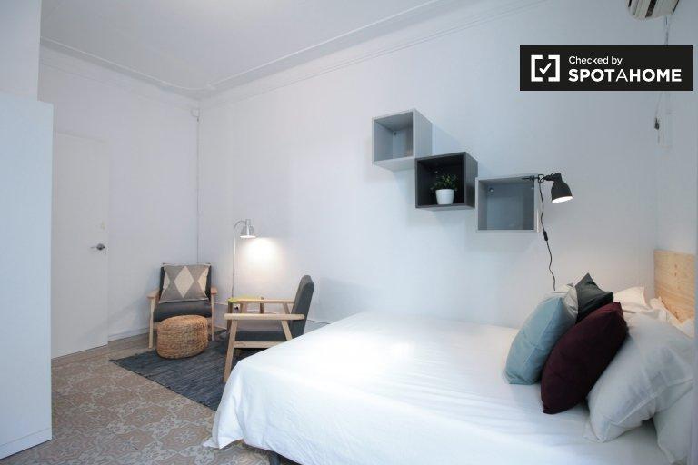 Gran habitación en apartamento de 5 dormitorios en Gràcia, Barcelona.