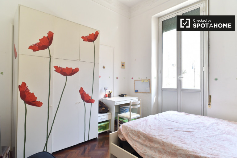 Double Bed in sunny rooms for rent - Trieste, Rome