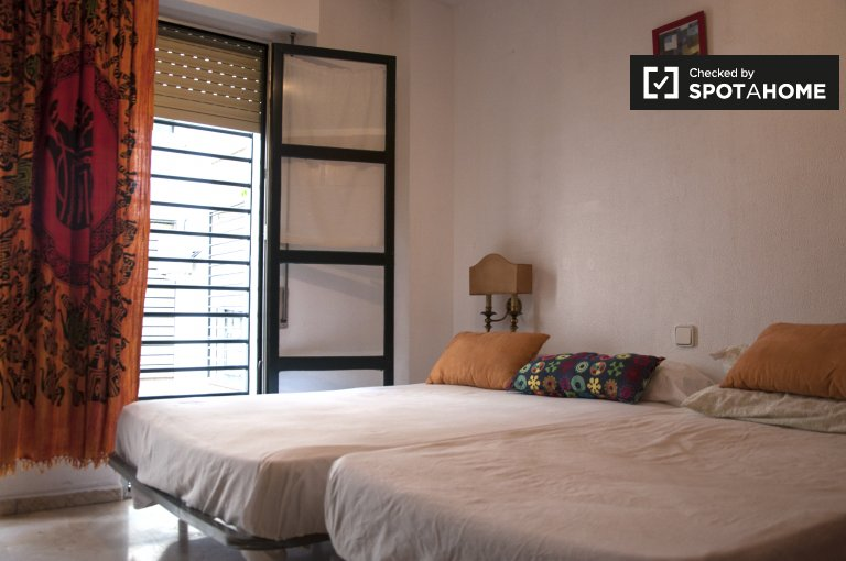Double Bed in Rooms for rent in spacious 3-bedroom apartment in El Arenal