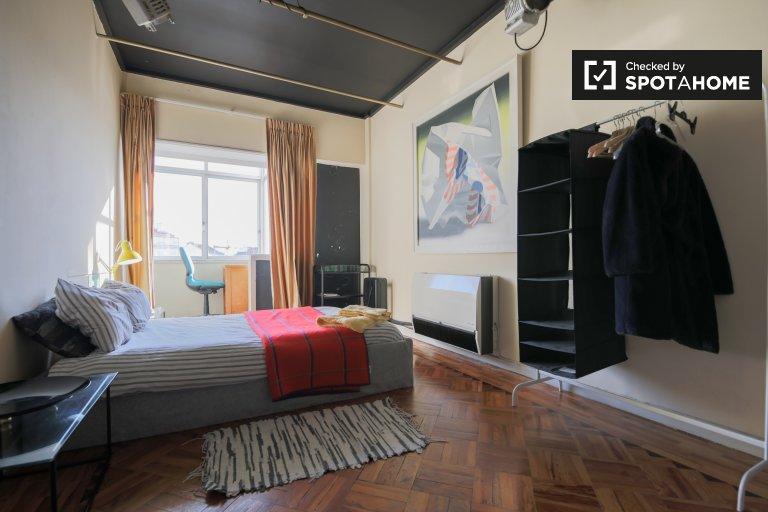 Penha de França'da 3 yatak odalı dairede aydınlık oda