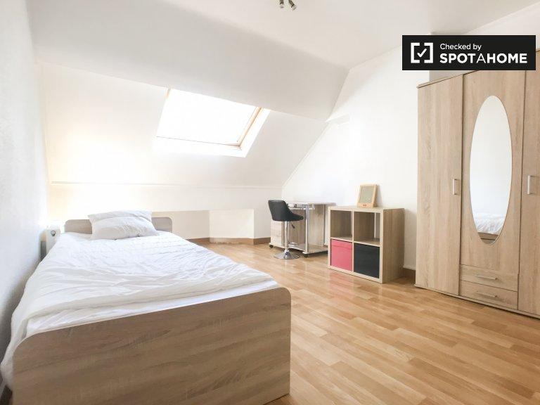 Bright room in 2-bedroom apartment in Anderlecht, Brussels