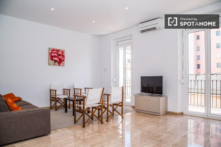 Apartamento de 3 quartos para alugar com AC, El Raval, Barcelona